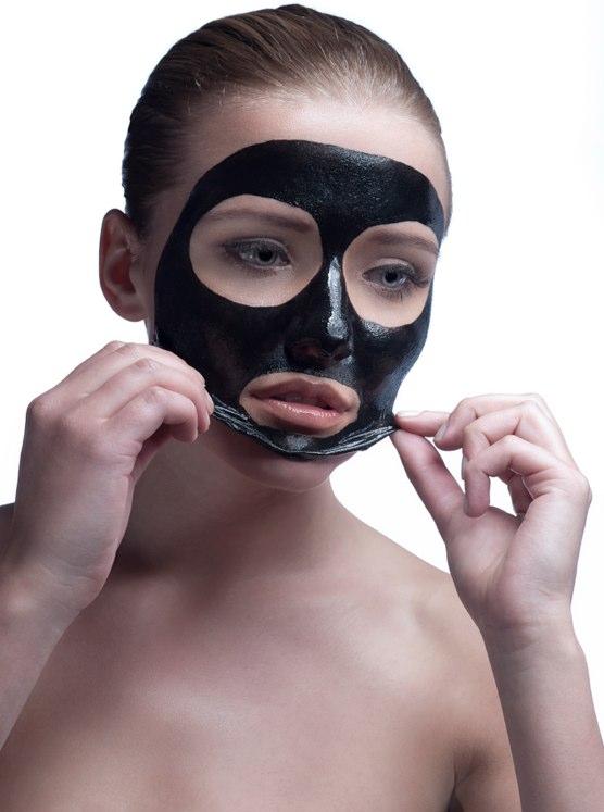 svart ansiktsmaske mot hudormer